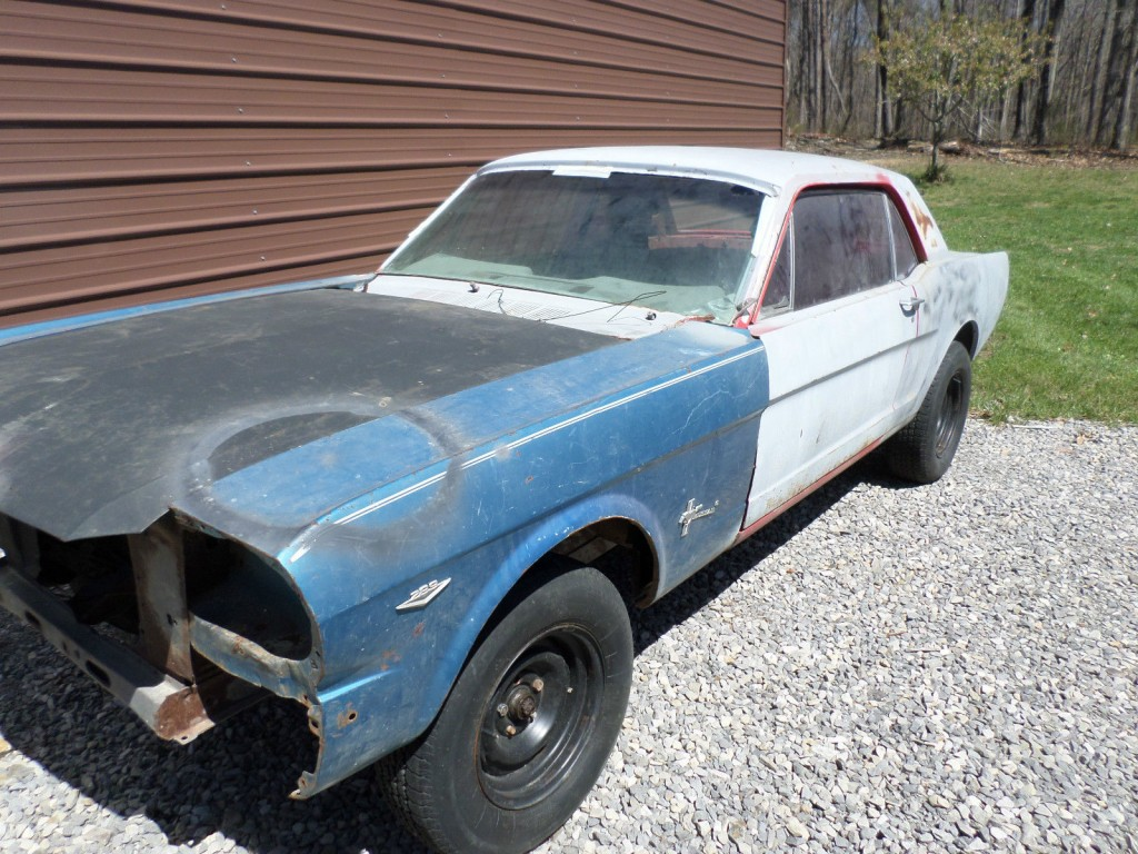 1965 Ford Mustang barn find